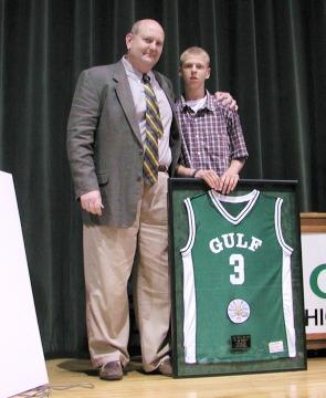 Bucs retire Joe Phillips' jersey