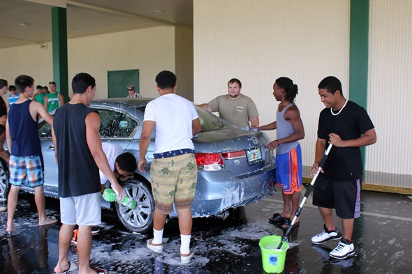 Pictures – Football team car wash