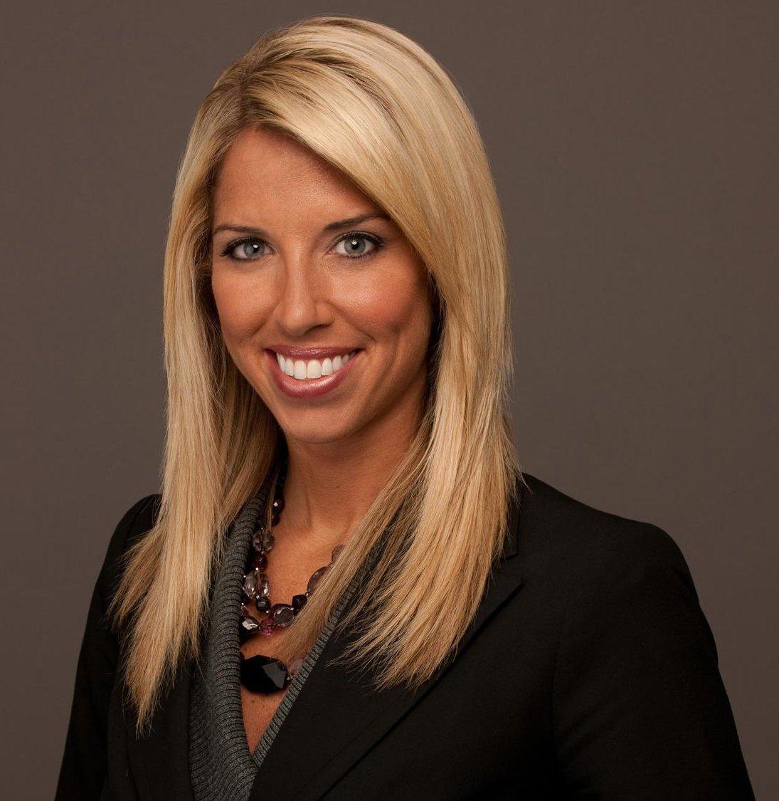 Ex-News 2 anchor Sara Walsh returns to air on NFL on Fox